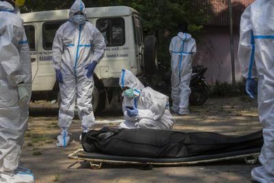 En el cómputo global desde el inicio de la pandemia, los contagios ascienden a 147 millones, con 3,1 millones de muertes debido a la COVID-19.