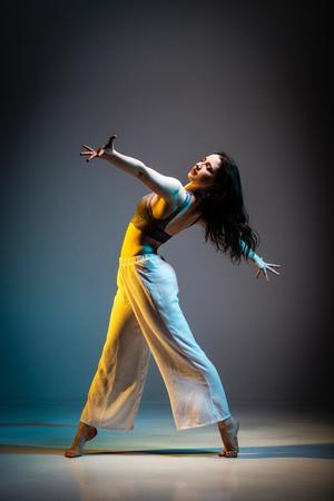 29042021 DANZA.  Bailar es un arte que sirve como medio de expresión, evocando diferentes sentimientos a través del aire.