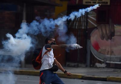 Heridos de protestas en Colombia avivan críticas contra represión