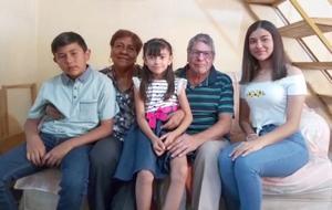 30042021 Anselmo Álvarez festejó su cumpleaños número 73 en compañía de su esposa y sus nietos.