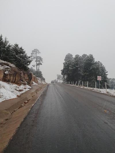 En plena primavera nevada sorprende a chihuahuenses en El Vergel