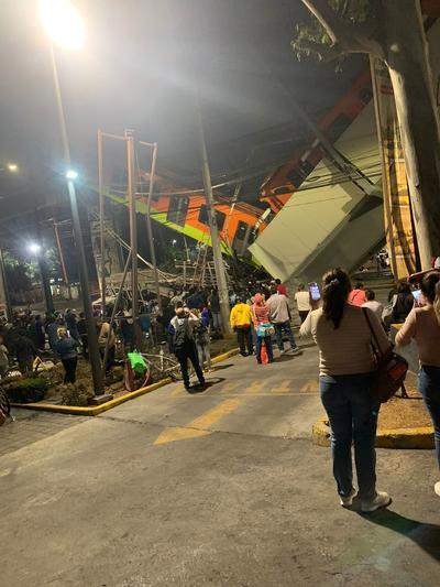 Al menos 23 personas murieron y 65 están hospitalizadas por el accidente de un metro de la Ciudad de México ocurrido en la noche del lunes al desplomarse una viga que sostenía un puente de la línea 12 entre la estaciones de Olivos y Tezonco.