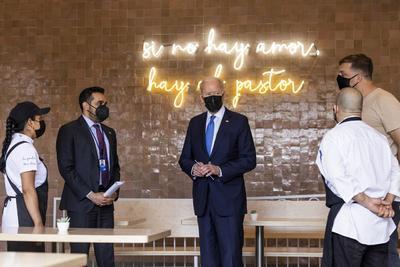 Biden visita restaurante mexicano en honor al Cinco de Mayo