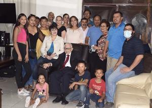 06052021 Señor. Jesús Rentería Reyes festejó 94 años de vida con sus hijos Mary Rentería, Raúl Rentería, Jenn Rentería y Joel Rentería.