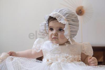 La pequeña Paulina Cervantes Correa en su bautizo.