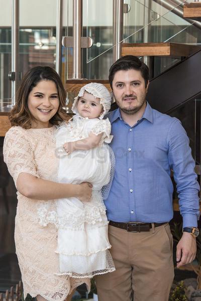 Alicia Correa y Salvador Cervantes celebraron el bautizo de su hija Paulina.