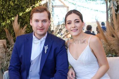 Ángel Hermosillo e Isabella Quintero en la celebración de su boda.