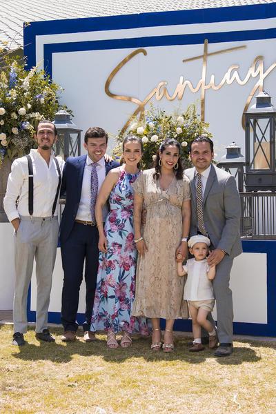 Bautizo de Santiago junto a sus padres y padrinos.