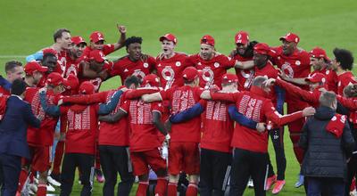 El partido era muy abierto y el intercambio de golpes favorecía más al Bayern que sacó provecho de los espacios fabricando ocasiones de forma permanente.