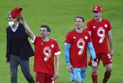 En el minuto 23 Thomas Müller aumentó la cuenta, a centro de Jamal Musiala tras jugada iniciada por Coman. En el 34 Lewandowski marcó el segundo en su cuenta personal, al rematar de tijera un centro de Müller.