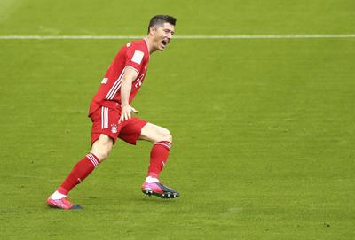 A Lewandowski le quedan dos jornadas para igualar y superar el récord de Müller y seguir sumando en la lucha por la Bota de Oro europea de esta temporada.