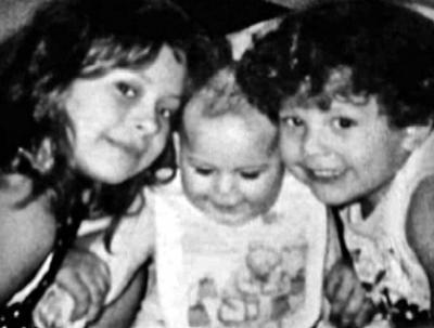 Las hermanas Anahí, Pamela e Ivonne hace 20 años.