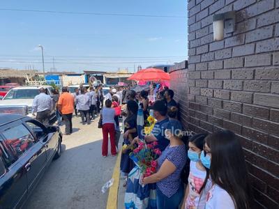 Visitan a madres fallecidas en panteones de Torreón