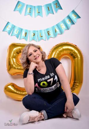 09052021 Irma Ávila Vázquez celebrando su cumpleaños con una fotografía de estudio de Sweet Moments Fotografía.