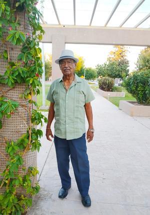 09052021 Sr. Manuel Román Olvera el día de hoy festeja sus 79 años de vida.