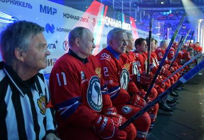 Ejerció de árbitro el presidente de la Federación Internacional de Hockey sobre Hielo (IIHF), René Fasel, con el que Putin abordó la organización del Mundial que se celebrará en 2023 en San Petersburgo.