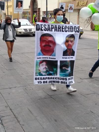 Retiran fotografías de desaparecidos colocadas en árbol en Saltillo