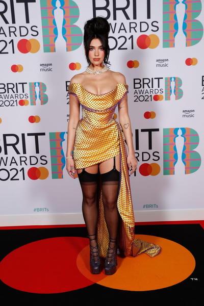 Celebran los Brit Awards 2021 con mucho glamour en Londres