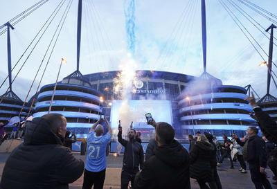 Fanáticos del Manchester City festejan título de Premier League