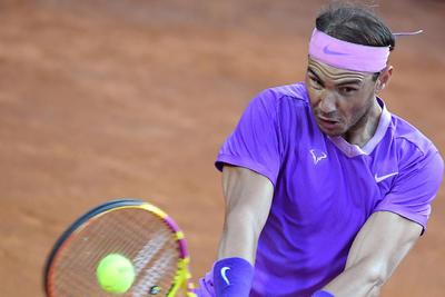 El español Rafa Nadal, número 3 del mundo, arrancó este miércoles su camino en el Masters 1.000 de Roma con un trabajado triunfo por 7-5 y 6-4 ante el italiano Jannik Sinner, número 18 del ránking.