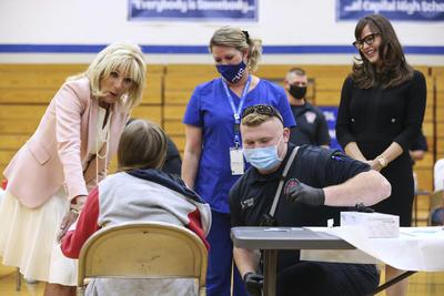 Jill Biden y Jennifer Garner promueven vacunación antiCOVID en adolescentes