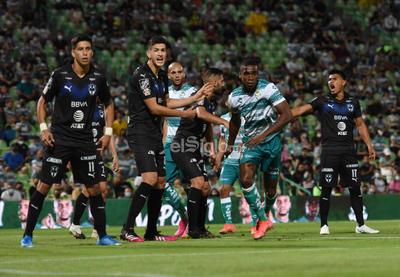 Santos Laguna vence a Rayados en la ida de Cuartos de Final