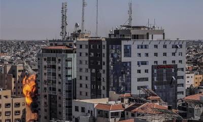 Los ocupantes recibieron una orden de desalojo antes de producirse el ataque. Se trata de la quinta alta torre que la aviación israelí bombardea en la actual escalada bélica con las milicias de Gaza.