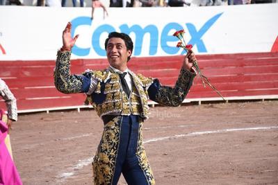 Celebran corrida de toros en la plaza Alberto Balderas de Lerdo