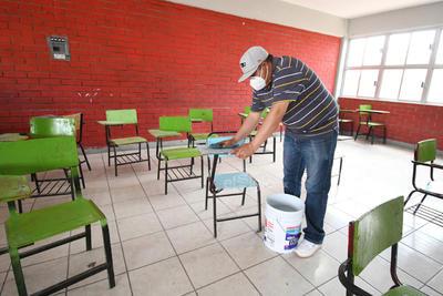 Limpieza. En la escuela secundaria general 12 Carlos Delgado López se realizaron distintos trabajos de limpieza y acondicionamiento de las aulas para poder retomar actividades a partir de hoy.