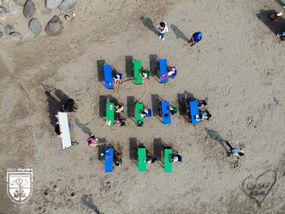 Alumnos de Veracruz retoman clases en la playa