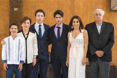 Realizan su confirmación: Pablo Inzunza García, Eva Maisterrena, José Revuelta, Hugo García, Ana Cristina García Maisterrena y Hugo García.