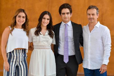 Julia Gutiérrez acompañada de su padres, Jaime e Ivette, y su hermano, Andrés Gutiérrez.