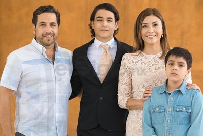 Jorge Méndez, Karla Ávalos, Ale y Nicolás.