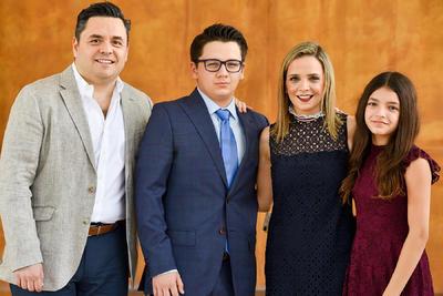 Santiago Mijares Nahle con sus papás, Carlos Mijares y Ale Nahle, y su hermana, Ana María Mijares Nahle