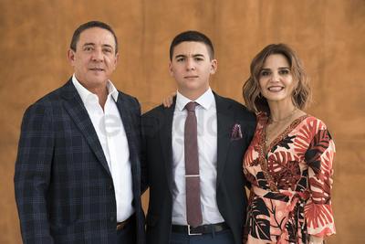 Mauricio de la Garza con sus papás, Leonardo de la Garza y Mirna Armendáriz.