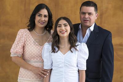 Samantha Nahle Zarzar, Anuar Zarzar y Bárbara Luévanos.