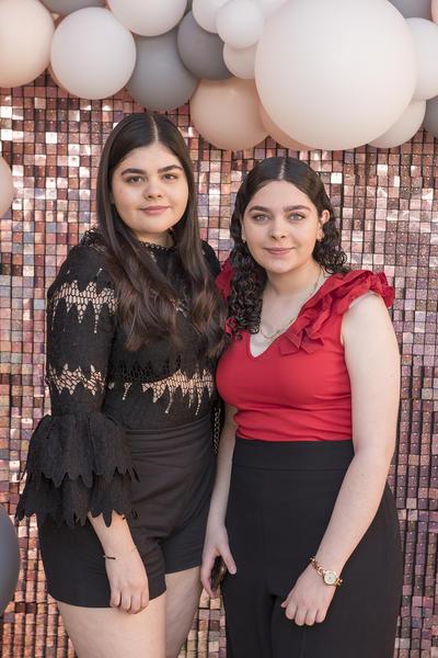 Andrea y Daniela Portillo.