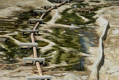 Sequía. Uno de los dos lagos del Bosque Urbano está completamente seco, tiene basura al interior y la infraestructura está en mal estado.