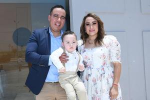 22052021 Héctor Zuñiga y Nydia Pamela Garza con su hijo Mateo Zúñiga Garza.
