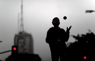 Argentina inicia nuevo confinamiento ante aumento de contagios por COVID-19