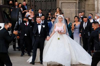 'Canelo' se casa en la Catedral de Guadalajara con Fernanda Gómez