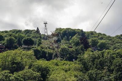 Tragedia al caer cabina de teleférico en montaña de Italia