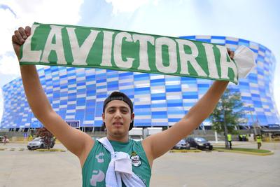 Afición de Santos Laguna llega al Estadio Cuauhtémoc