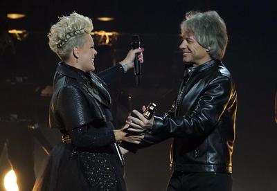 Pink junto a su hija y más momentos destacados de los Billboard Music Awards 2021