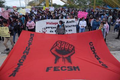 Niegan libertad a 19 normalistas detenidos en Chiapas