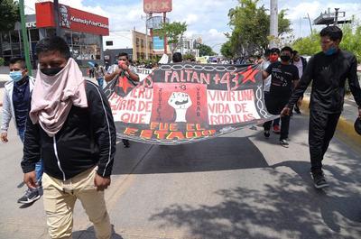 Marchan en Chiapas y CDMX por justicia para casos Ayotzinapa y Mactumactzá