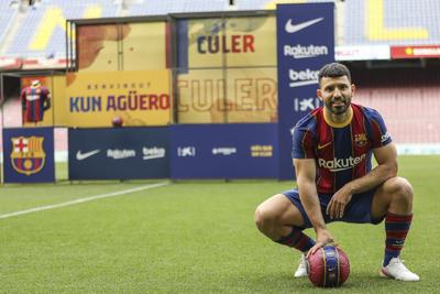 Sergio 'Kun' Agüero es nuevo jugador de Barcelona FC