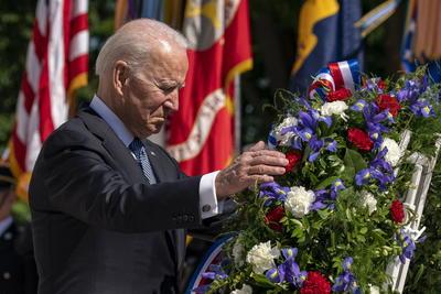 Quiero garantizar a cada una de estas familias que nunca olvidaremos lo que han dado a nuestro país, señaló Biden, quien recordó que a fecha de hoy 7.036 soldados estadounidenses han perdido la vida en Irak y Afganistán.