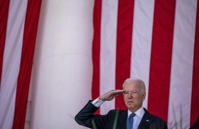 Biden hizo un llamamiento a la unidad de todos los estadounidenses: la empatía es el combustible de la democracia, nuestra disposición a vernos los unos a los otros no como enemigos, sino como vecinos incluso si no estamos de acuerdo.