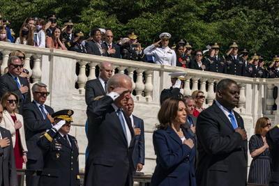De acuerdo con ese artículo, en mayo de 2017 durante el Memorial Day Trump visitó el cementerio de Arlington, junto a su entonces secretario de Seguridad Nacional, el general John Kelly, cuyo hijo Robert murió en combate en Afganistán.
